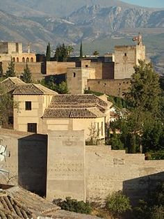 Las dos alcazabas de Granada: En primer plano la Alcazaba Cadima o Vieja; en segundo plano, la Alcazaba de la Alhambra
