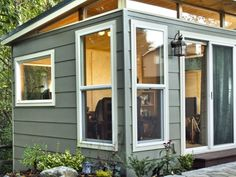 45 Smart and Creative Backyard Studio Shed Design Ideas - DecoRemodel Shed Office, Backyard Office, Backyard Studio, Backyard Sheds, Garden Office, Backyard House, Backyard Cottage, Backyard Gazebo, Outdoor Sheds