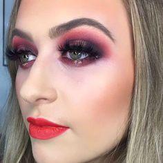 Dream face to paint 🎨 Makeup Bar, Halo Eye Makeup, Makeup Inspo, Orange Lips, Translucent Powder, Contour Kit, Eye Shadows, Glitter Eyeshadow, Smokey Eye