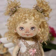 С весеннем деньком вас! Ангелочка  в ленту для хорошего настроения!!! #куклы #кукла #авторскаяигрушка #ручнаяработа #авторскаякукла #игрушканазаказ #интерьернаякукла #подарок #идеяподарка #куклаизткани #doll #artdoll #instadoll #текстильнаякукла #инстаграмнедели #люблю #люблюсвоюработу #омск