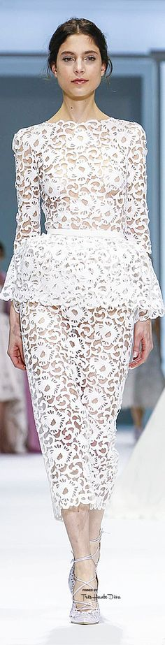 Ralph & Russo Spring 2015 Couture - white and lace/pattern = my loves for the year! White Fashion, Love Fashion, Fashion Design, Spring 2015, Summer 2015, Spring Summer, White Elegance, Ralph And Russo, Couture Collection