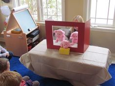 Another simple and easy idea from Teach Preschool.DIY table top puppet stage and The Three Little Pigs Pig Crafts, Crafts For Kids, Fairy Tale Theme, Fairy Tales, Family Child Care, Material Didático, Diy Table Top, Three Little Pigs, Dramatic Play