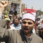 Las calles de Egipto se calientan: euforia, tanquetas, banderas y una multitud sigue presente