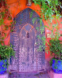 love this purple door with the orange wall background