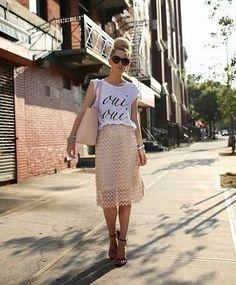 カジュアルTシャツで甘さを抑えて☆ レースアイテムを使ったコーデ・ファッションスタイルのまとめ。