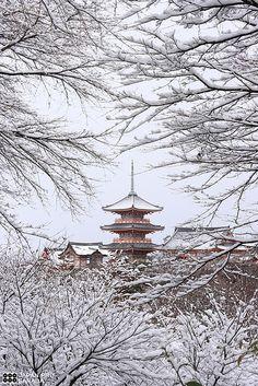 Kiyomizu temple in snow, Kyoto, Japan