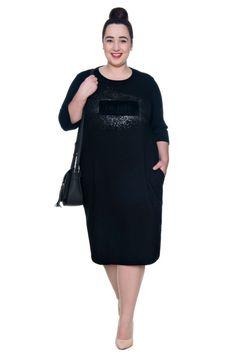 Czarna sukienka z kieszeniami i nadrukiem - Modne Duże Rozmiary