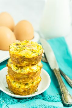 The Best Make Ahead Breakfast Egg Muffins with a Hash Brown Crust Easy Breakfast Muffins, Breakfast Cups, Egg Muffins, Quick And Easy Breakfast, Make Ahead Breakfast, Health Breakfast, Breakfast Recipes, Breakfast Ideas, Brunch Recipes
