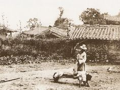 Traditional Punishment 서울의 옛 모습(1890년대)