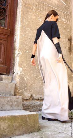 Купить или заказать Длинное платье 2 Colors в интернет-магазине на Ярмарке Мастеров. Модное, экстравагантное, летнее платье в пол. Простой и в тоже время сложный крой, придают платью шарм, оригинальность , свободу, комфорт.Двойная расцветка добавляет платью необычный вид. Вы можете носить его свободным, можете одеть с пояском. С обувью вы так же можете экспериментировать. Я уверена вы полюбите это платье, оно бросает вызов моде и окружающим.