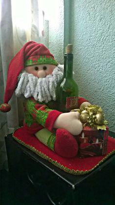Ideas y diseños de Papa Noel para decorar en Navidad Easy Christmas Ornaments, Simple Christmas, Christmas Holidays, Christmas Wreaths, Christmas Crafts, Whimsical Christmas, Vintage Christmas, Santa Crafts, Xmas Decorations