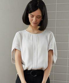 ターコイズブルー Blouse Patterns, Blouse Designs, Minimal Dress, Fashion Details, Fashion Design, Linen Blouse, Blouse And Skirt, Summer Outfits Women, Japan Fashion
