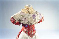 Court dress worn by Empress Dowager Akinori, 1890s. From the Bunka Gakuen Costume Museum.