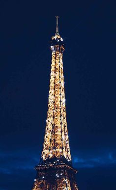 Starting at dusk, watch the Eiffel Tower sparkle like glitter, every hour on the hour. For more romantic things to do in Paris, France, check out this post. Honeymoon Cabin, Honeymoon Places, Hawaii Honeymoon, Honeymoon Destinations, Weekend Getaways For Couples, Old Train Station, Romantic Things To Do, Beautiful Paris, Triomphe