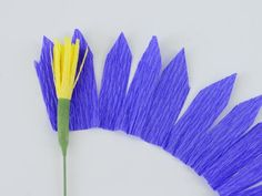 Line up the stamen with the edge of the petals.