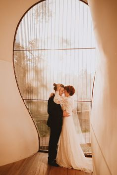 See more dreamy inspo from this elopement on the blog! | Image by Lovati Photography Wedding Blog, Wedding Styles, Wedding Planner, Wedding Venues, Wedding Day, Cake Design, Design Floral, Bridal Gowns, Vestidos