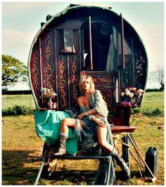 A tendência do Estilo Gypsy (cigano): Como era e como volta e as raízes do movimento   Moda 2015 / 2016