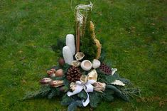 Make funeral arrangements for All Saints& Day - instructions for beautiful grave decorations - Bastelideen Simple Christmas Tree Drawing, Gold Christmas Tree, Grave Decorations, Christmas Decorations, Holiday Decor, Rose Flower Arrangements, All Saints Day, Hand Painted Walls, Christmas Poster