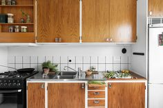 whate base, wood shelves, doors and drawers. White fridge, stainless or black other appliances?