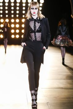 Saint Laurent höst / vinter 2015-2016 Modevisning