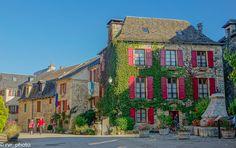 Sainte-Eulalie-d'Olt en departamento de #Aveyron, MidiPyrenees de Francia  #instadaily #instagood #photooftheday #bestoftheday #happy #tourism #world #smile #mundo #sky #thebestphoto #visiting #amazing #mytravelgram #picoftheday #beautiful  #traveling #nomad #VivimosdeViaje #France #Francia #MidiPyrenees #Occitanie #SainteEulaliedOlt
