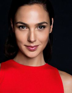 Gal gadot ( If you like my pins then pls. Follow my boards for more updates )