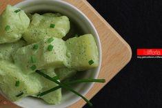 Le patate con salsa allo yogurt e senape sono un contorno diverso dal solito, leggero e delicato. Perfette per accompagnare secondi di carne e di pesce.