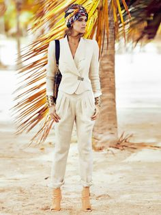 Dress up summery linen pants with a pleated hip yoke that gives structure to our favorite lightweight fabric. Get some texture contrast with a silky blouse or tank. Make a summer suit with the Linen Blazer.