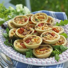 Crispy mini pies with spicy sausage - Drink Types Healthy Meals For Kids, Kids Meals, Vegetarian Recipes, Healthy Recipes, Spicy Sausage, Food Quotes, Pasta Salad, Tapas, Clean Eating