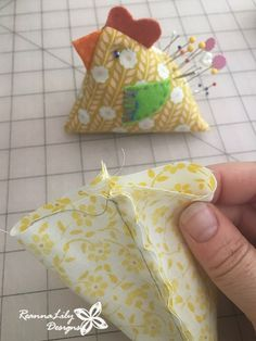 If you love sewing, then chances are you have a few fabric scraps left over. Easy Sewing Projects, Sewing Projects For Beginners, Sewing Hacks, Sewing Tutorials, Sewing Crafts, Sewing Tips, Craft Tutorials, Sewing Patterns Free, Free Sewing
