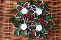 This lovely Advent wreath is simply made of toilet paper rolls. Diy Christmas Decorations, Christmas Wreaths, Christmas Crafts, Christmas Ornaments, Toilet Paper Roll Art, Rolled Paper Art, Custom Candles, Handmade Candles, Paper Towel Roll Crafts