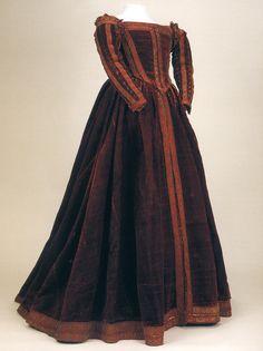Robe ayant peut-être appartenu à Eléonore de Tolède. (livre : Moda a Firenze…