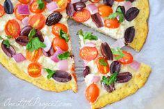 Esta receta de masa de pizza coliflor sabe increíble!  Incluso puede recogerlo como una rebanada de pizza regular.