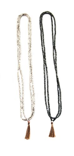 Essential tassel necklace black and white