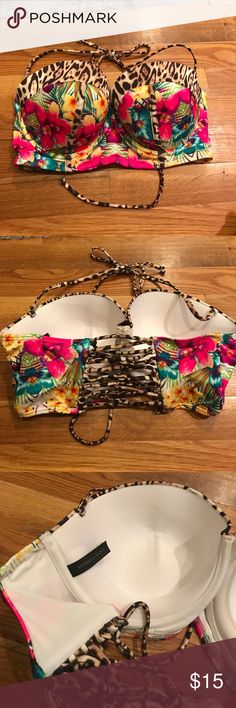 Victoria's Secret convertible Bikini Top Size 36D Never worn! Without tags. Convertible bikini top can be strapless or halter. Structured through the breast. Fits 36D. Lace up back can be adjusted. Perfect condition! Victoria's Secret Swim Bikinis