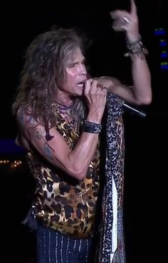 Get rid of the facial hair so we can see that handsome face and luscious lips! Liv Tyler 90s, Steven Tyler Aerosmith, Handsome Faces, Facial Hair, Rock N Roll, Cars, Amazing, Rock Roll, Autos
