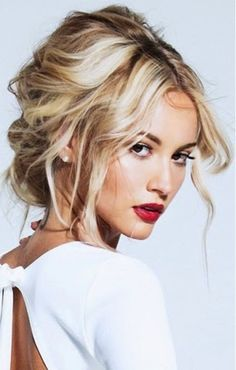 We love everything about this look: the classic red lip and the sexy tousled hair #UpdosLoose