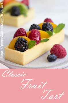 Classic Fruit Tart Easy Fruit Tart Recipe where the filling with berries kiwi grapes and a delicious pastry cream Glaze with apricot jam and brandy Best Dessert Recipes, Fruit Recipes, Easy Desserts, Sweet Recipes, Baking Recipes, Delicious Desserts, Easy Fruit Tart Recipe, Tarts Recipe, Mini Fruit Tarts
