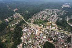 Imagem aérea de Presidente Figueiredo, estado do Amazonas, Brasil.  Fotografia: http://www.andreamazonas.com.br