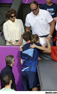 Andy Murray and an 11 year old fan during the Olympic Games - DayLoL.com - Your Daily LoL!