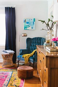 Small Living Room organization Ideas Awesome Big Ideas to organize Small Condo Living Rooms Small Condo Living, Condo Living Room, Eclectic Living Room, Chic Living Room, Living Room Designs, Living Room Decor, Living Rooms, Eclectic Chairs, Family Rooms