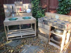 Instructions to build a play kitchen with pallets 11 - Modern Mud Pie Kitchen, Mud Kitchen For Kids, Pallet Mud Kitchen Ideas, Pallet Shed, Palette Diy, Kids Outdoor Play, Diy Pallet Furniture, Outdoor Furniture, Updated Kitchen