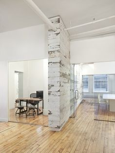 EDUN Americas, Inc. Showroom & Offices / Spacesmith,Courtesy of Spacesmith