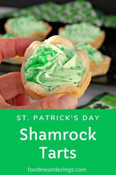 These Shamrock Tarts with white chocolate and mint are an easy St. Patrick's Day green dessert that will take you about 20 minutes to put together! Green Desserts, Mini Desserts, Delicious Desserts, Yummy Food, Healthy Food, Cake Recipes, Dessert Recipes, Dinner Recipes, Dessert Shots