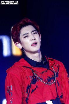 Chanyeol - 160618 2016 Suwon K-Pop Super Concert Credit: 기회주의자. (2016 수원 케이팝 슈퍼콘서트)