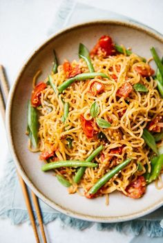 This simple vegetable chow mein is stir fried with ripe tomatoes and crisp green beans. The noodles are also seasoned with cumin to give the noodles richer flavor. Ready in less than 30 minutes! Chow Mein, Chow Chow, Healthy Dinner Recipes, Vegetarian Recipes, Veggie Recipes, Veggie Dinners, Vegetarian Cookbook, Vegetarian Options, Meal Recipes
