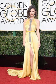 Emily Ratajkowski in Reem Acra at  the Golden Globes 2017 Red Carpet Arrivals