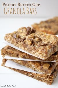 Peanut Butter Cup Granola Bars on MyRecipeMagic.com #granola #bars #peanut #butter #cup #breakfast