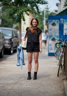 CULT CLASSIC - Topshop black denim shorts + Doc Marten boots Dr Martens Outfit, Doc Martens Style, Preppy Outfits, Boho Outfits, Preppy Sweater, Passion For Fashion, Street Style, How To Wear, Black Denim