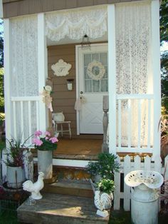 Chic Furniture shabby chic rustic country tiny house home chicken coop picket fence Porche Shabby Chic, Shabby Chic Porch, Shabby Chic Living Room, Shabby Chic Interiors, Shabby Chic Kitchen, Shabby Chic Cottage, Shabby Chic Homes, Shabby Chic Furniture, Furniture Vintage